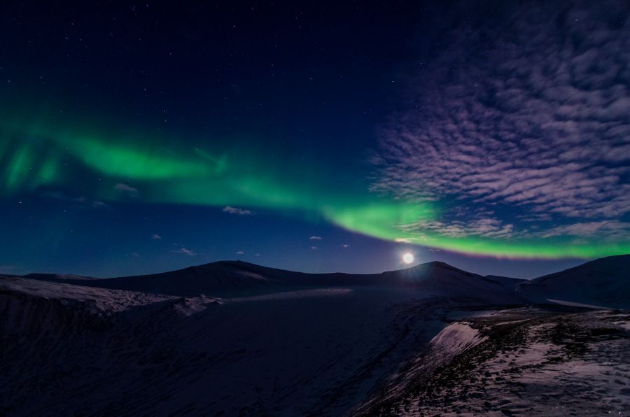 Svalbard JW/LB5WB Tourist attractions spot Full moon Aurora.
