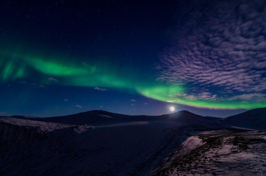 Svalbard JW/LB5WB Tourist attractions spot Full moon Aurora.