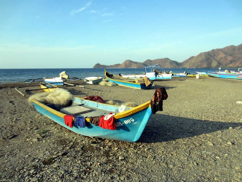 Timor Leste 4W/JE1CKA DX News Local fishing boats hauled up on the beach at Dili.