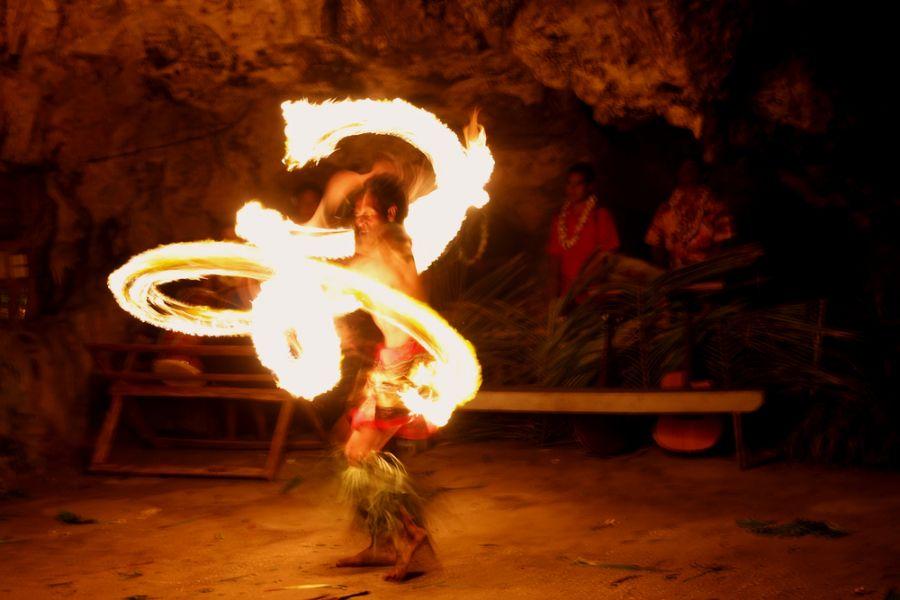 Остров Тонгатапу A35KL Огненное шоу