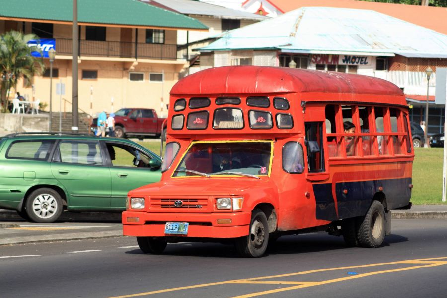 Остров Тутуила Американское Самоа KH8/KC0W Туристические достопримечательности Красный автобус Паго Паго.