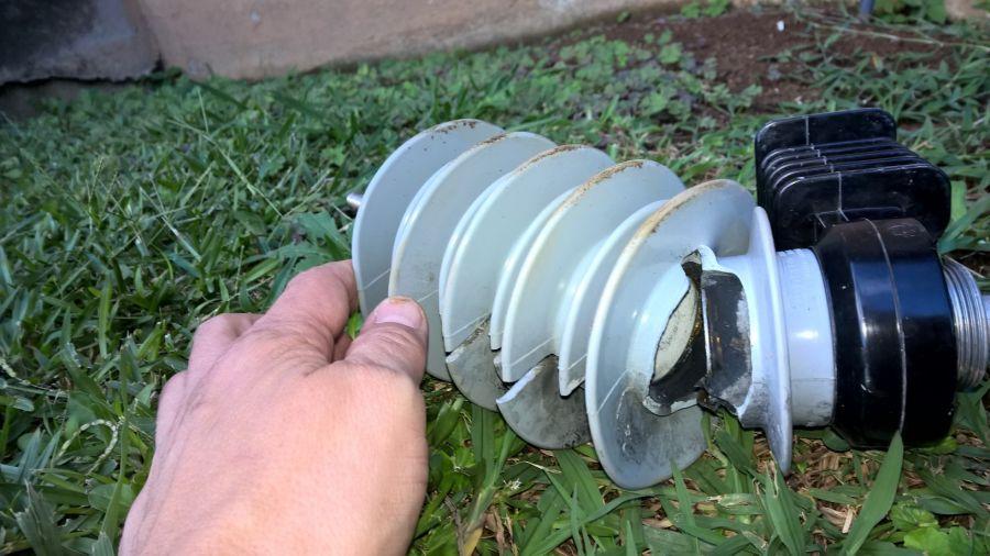 DX Сафари Свазиленд Пробитый изолятор, источник треска в эфире. Линия 10 кВ.