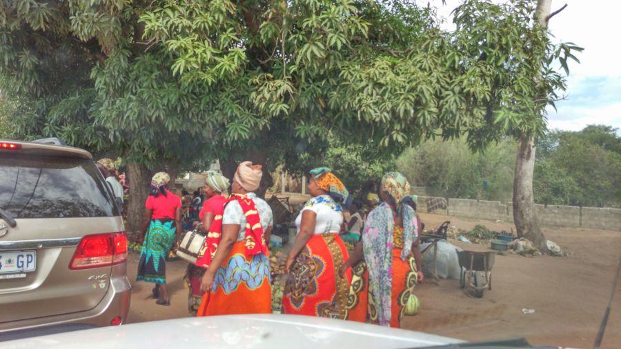 Мапуту Мозамбик Типичные местные дамы.