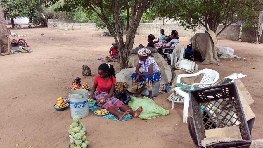 Мозамбик Неведомые фрукты.