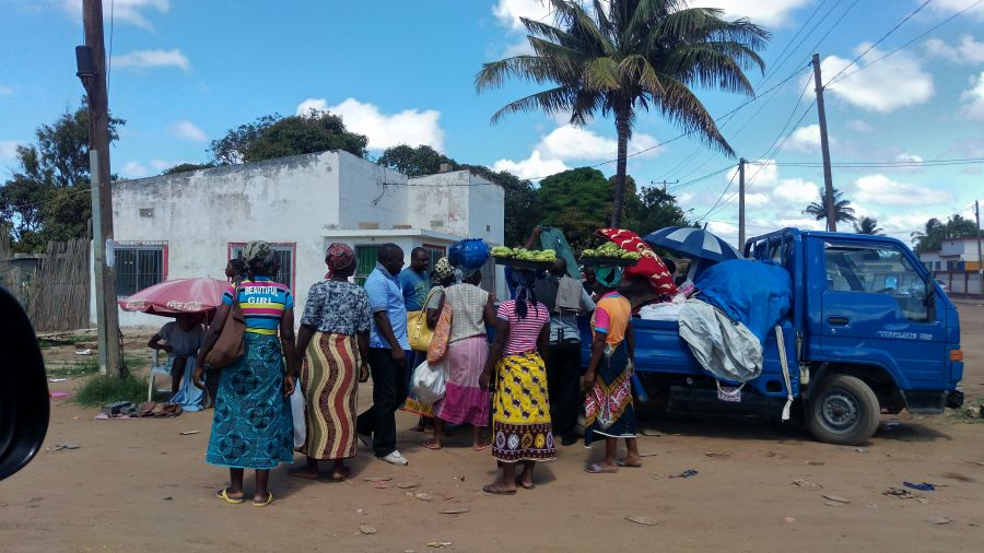 Мозамбик Хаи Хаи Везде торгуют, везде люди