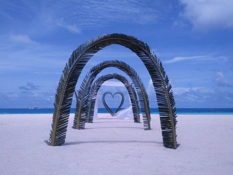 Velassaru Island Maldives 8Q7JC DX News Underneath the arches.