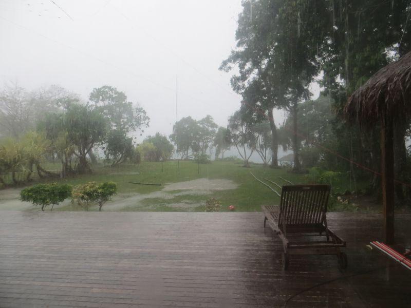 YJ0X Вануату Дождь