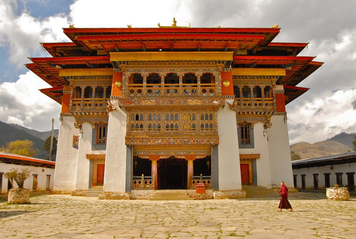 A52PD Gangtey dzong, Bhutan.