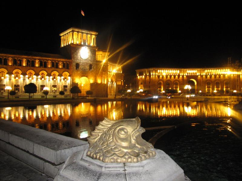 Armenia EK/R2DX EK/R2DY EK/R2DG Tourist attractions spot Republic Square Yerevan