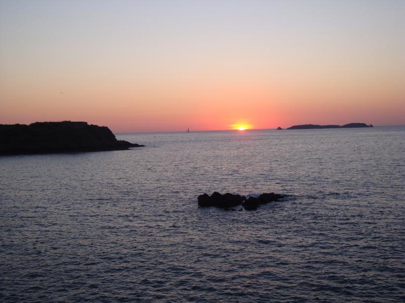Остров Кезембр TM1CEZ Туристические достопримечательности Закат.