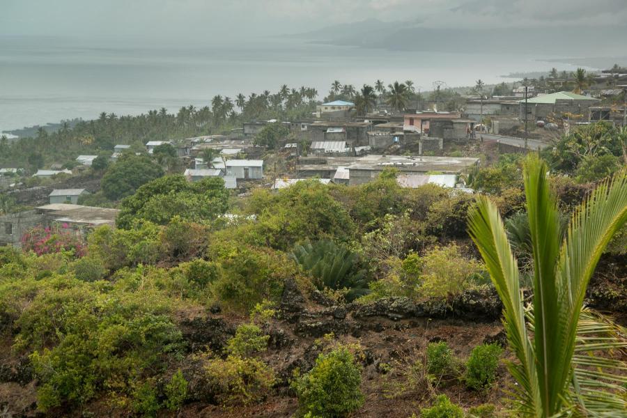 Comoro Islands D66D Image 5
