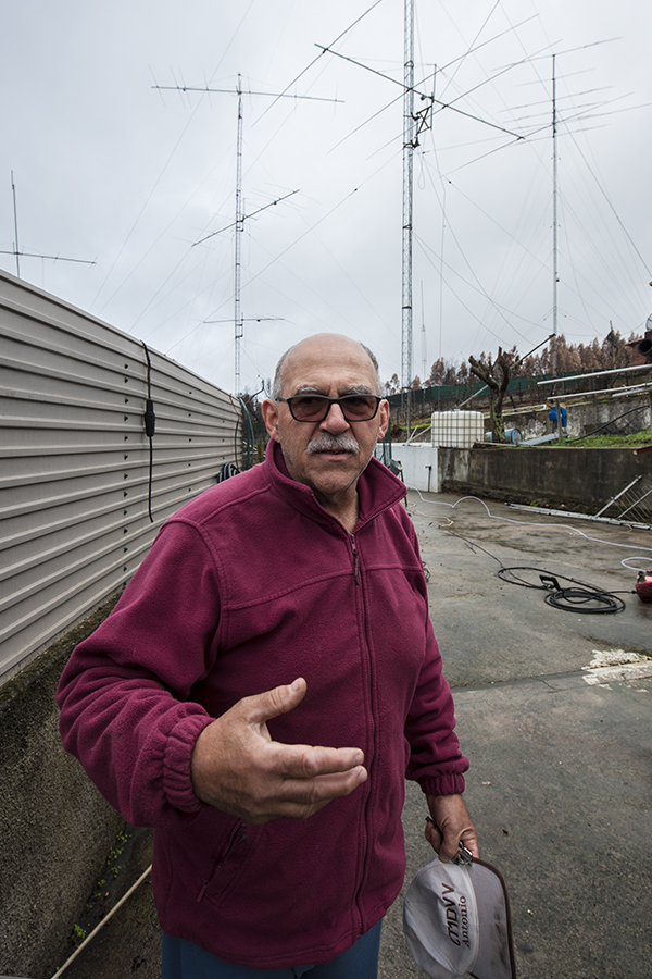 Antonio, CT1DVV, in December 2017 with the antennas behind him.