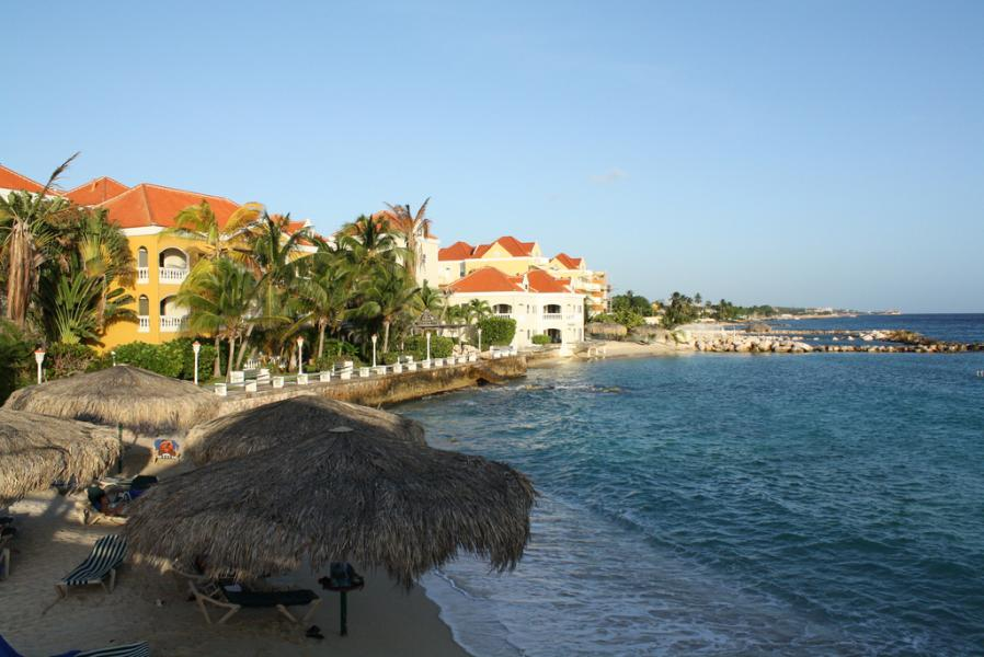 Curacao Island PJ2/PH2L DX News