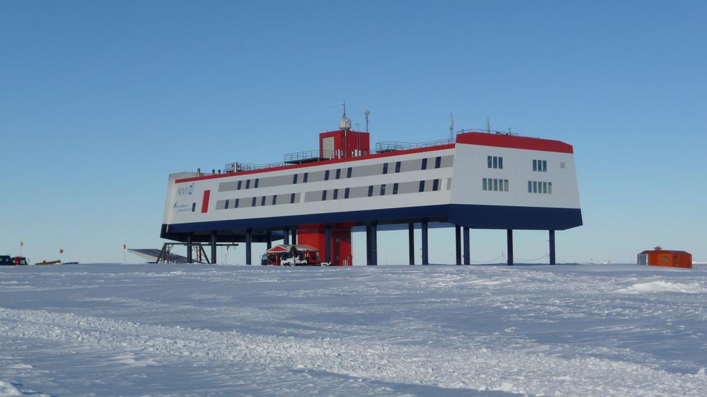 DH5CW Neumayer Station III Antarctica