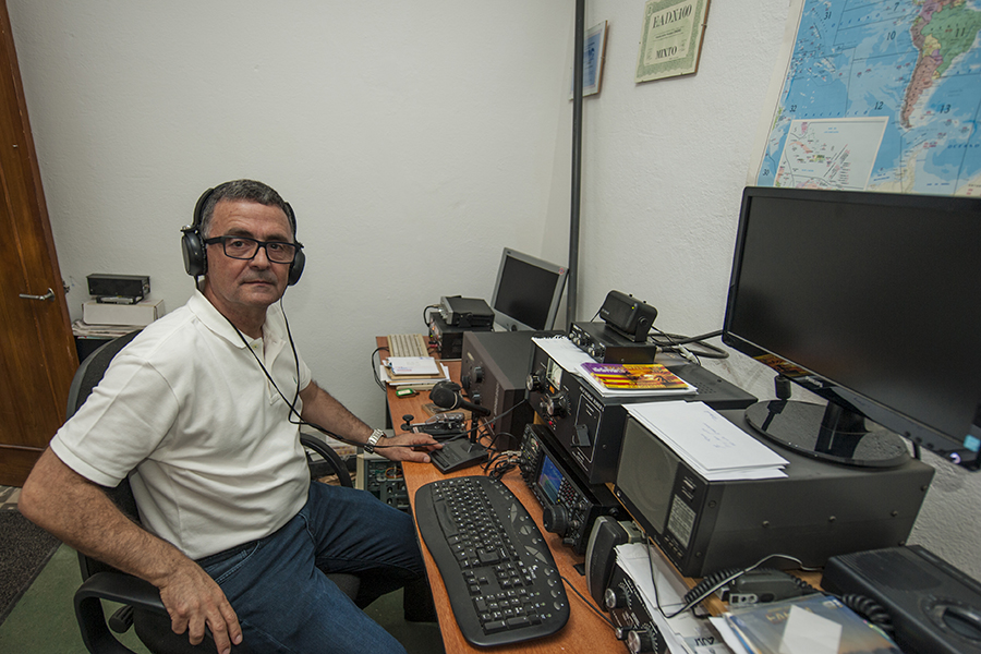 EA6 Menorca Island EA6AM Radio Room Shack