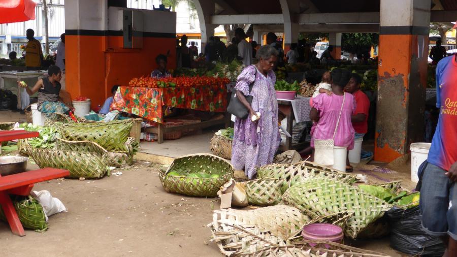 Efate Island Vanuatu YJ0AA YJ0FM DX News Targowisko Market