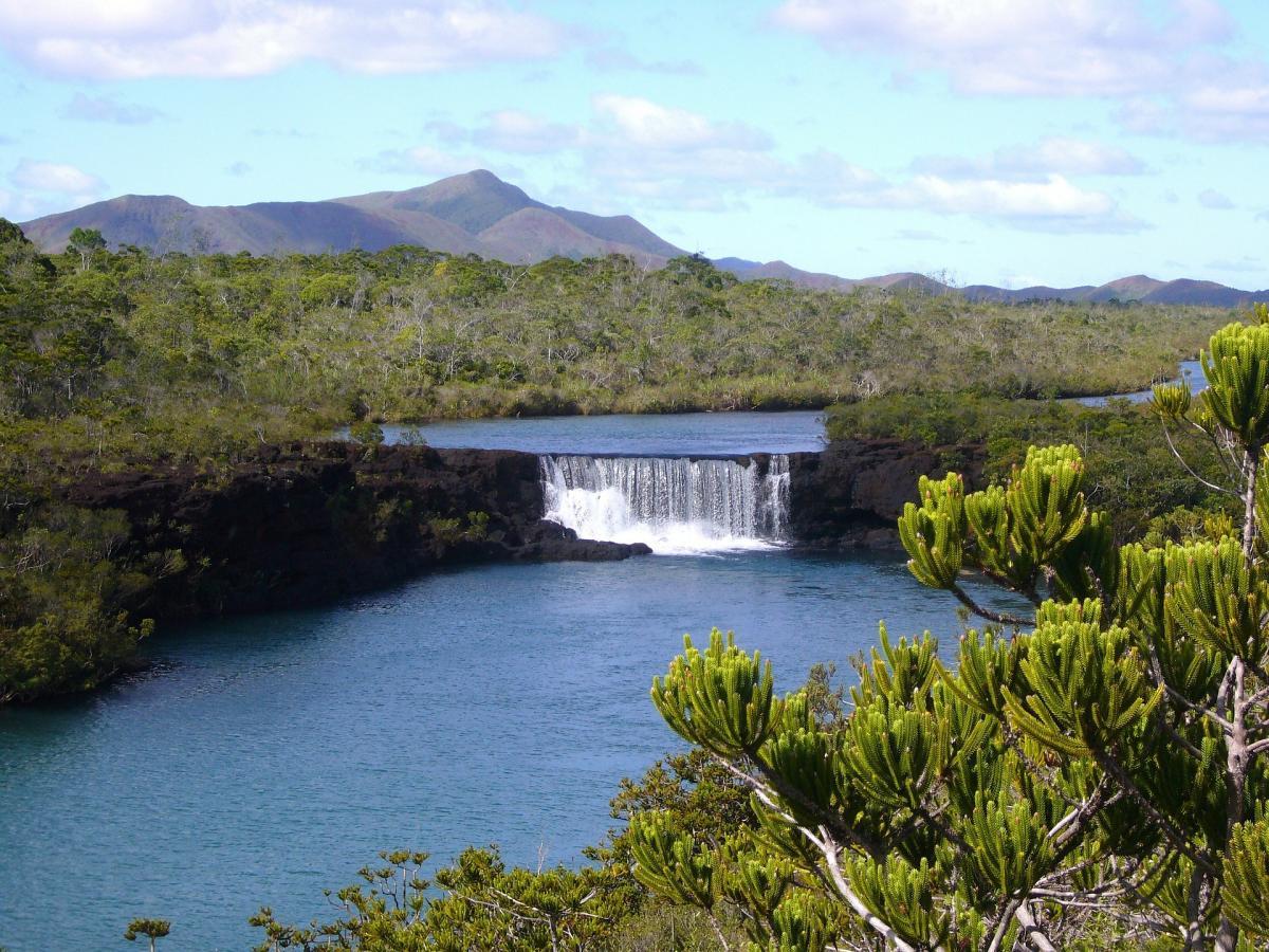 FK/IK2YDJ New Caledonia DX News