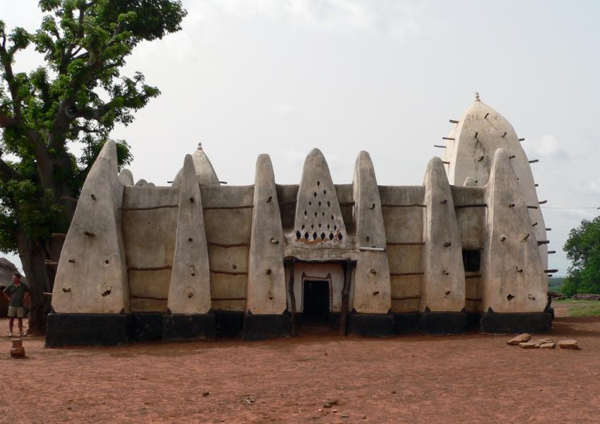 Ghana 9G5X Tourist attractions spot Larabanga mosque, Mole.