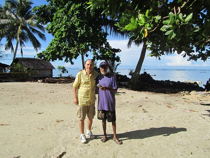H40D Duff Islands. Meeting Thomas Taisea on Taumako Island. He hosted Bernhard on Tahua, 25 years ago.
