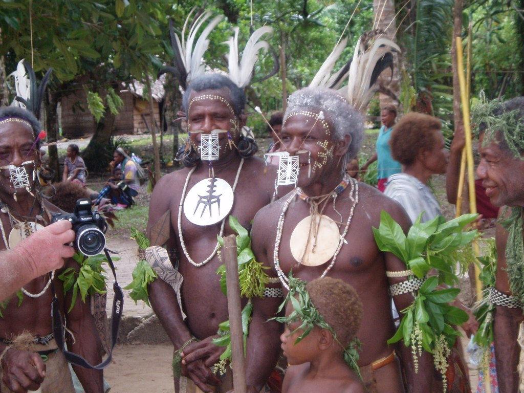 H40YM Ба, ракушки - деньги острова Нендо, провинция Темоту. Туристические достопримечательности.