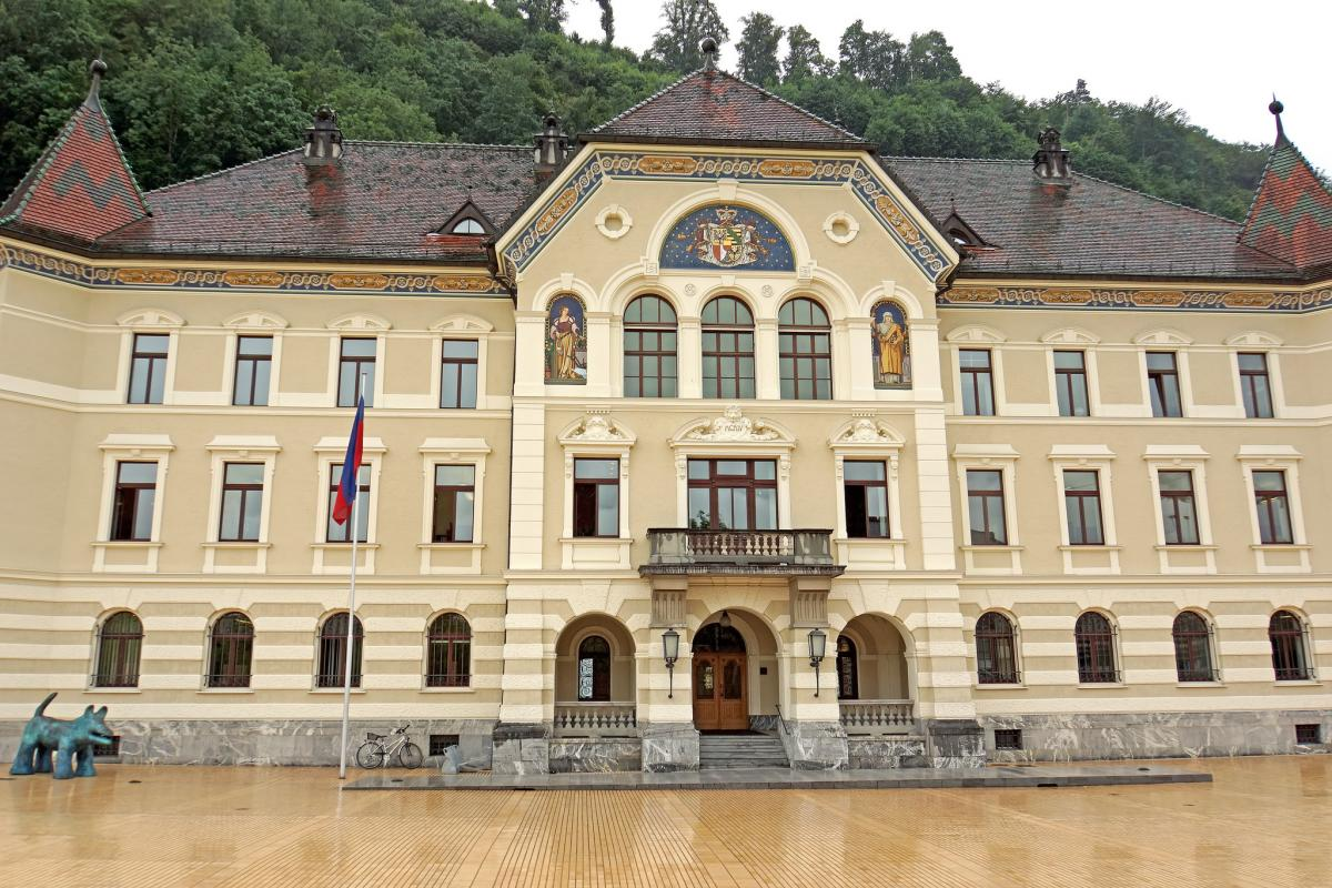 HB0/DL5YL HB0/DL5YM Liechtenstein DX News Government Building