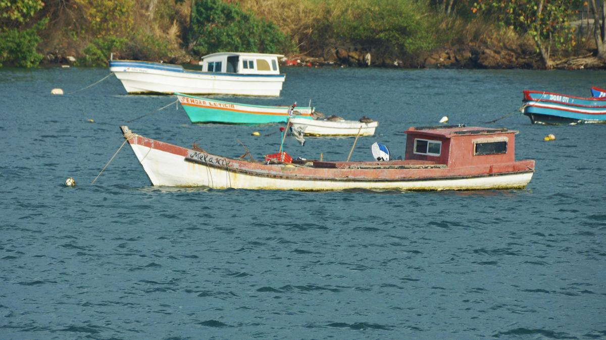 HP/AA4NC Fishing Boats near Panama City, Panama. DX News