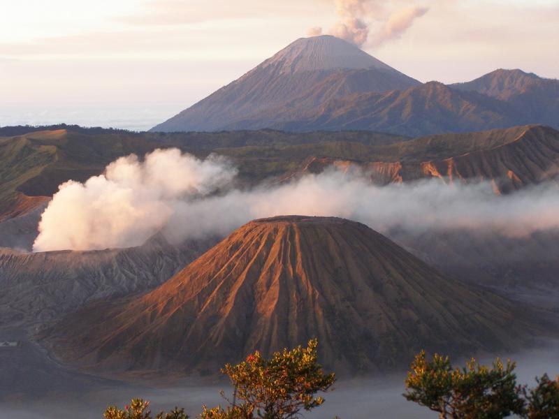 Индонезия YE2A Остров Ява Вулкан Бромо.