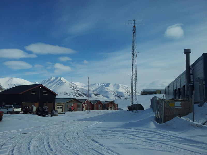 JW8DW Svalbard Islands Station and antennas