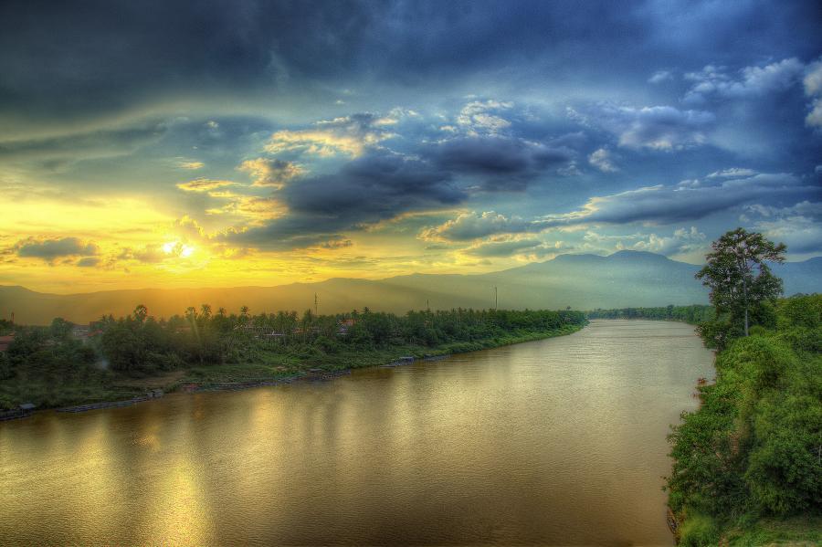 Лаос XW0YO Туристические достопримечательности Река Секонг, Аттапеу.