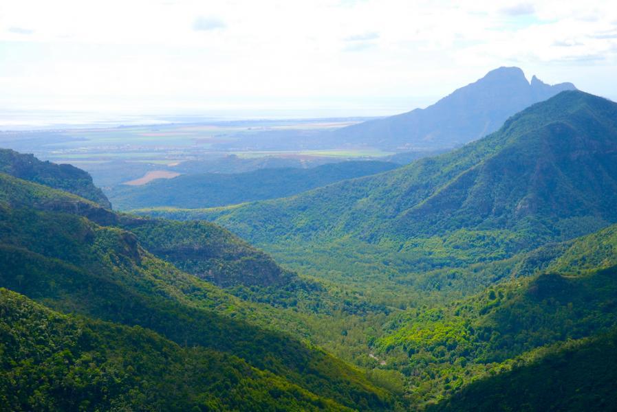 Mauritius 3B8HE DX News