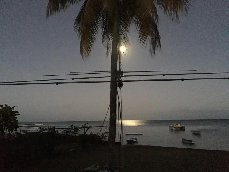 Mauritius Island 3B8/ZS4TX Moonset around 20 degree
