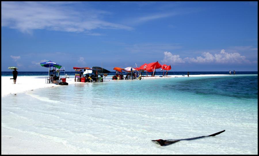 Mindanao Islands DX8ZWC Tourist attractions spot White Island, Camiguin Island.