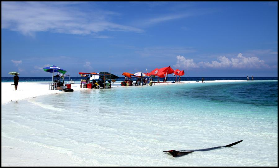 Mindanao Islands DX8ZWC Tourist attractions spot White Island, Camiguin Island.