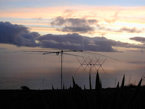 Монте Верде Остров Сан Висенти Кабо Верде WPX SSB 2002 Обе антенны на Европу.