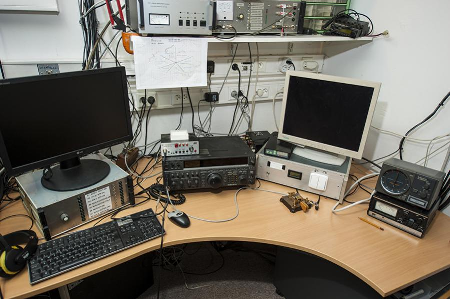 OL3Z Contest Station 144 mHz operating position