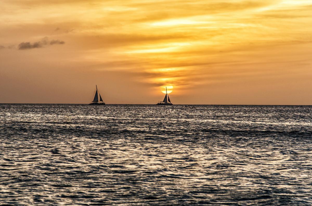 P40EU Закат, остров Аруба. Туристические достопримечательности.