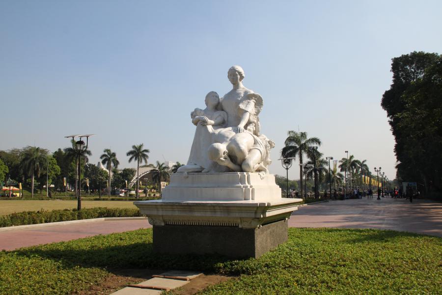 Philippines 4I7COW DX News Rizal Park, Manila.