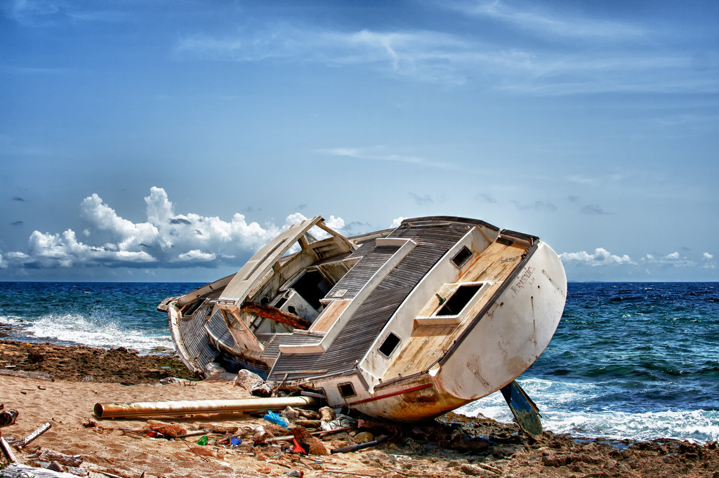 PJ2/PB1HF Stranded Boat, Curacao Island.