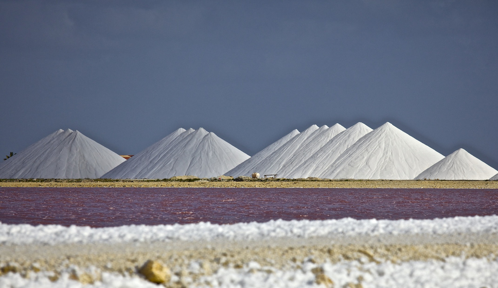 PJ4/MW0JZE Bonaire Island Salt Pyramids