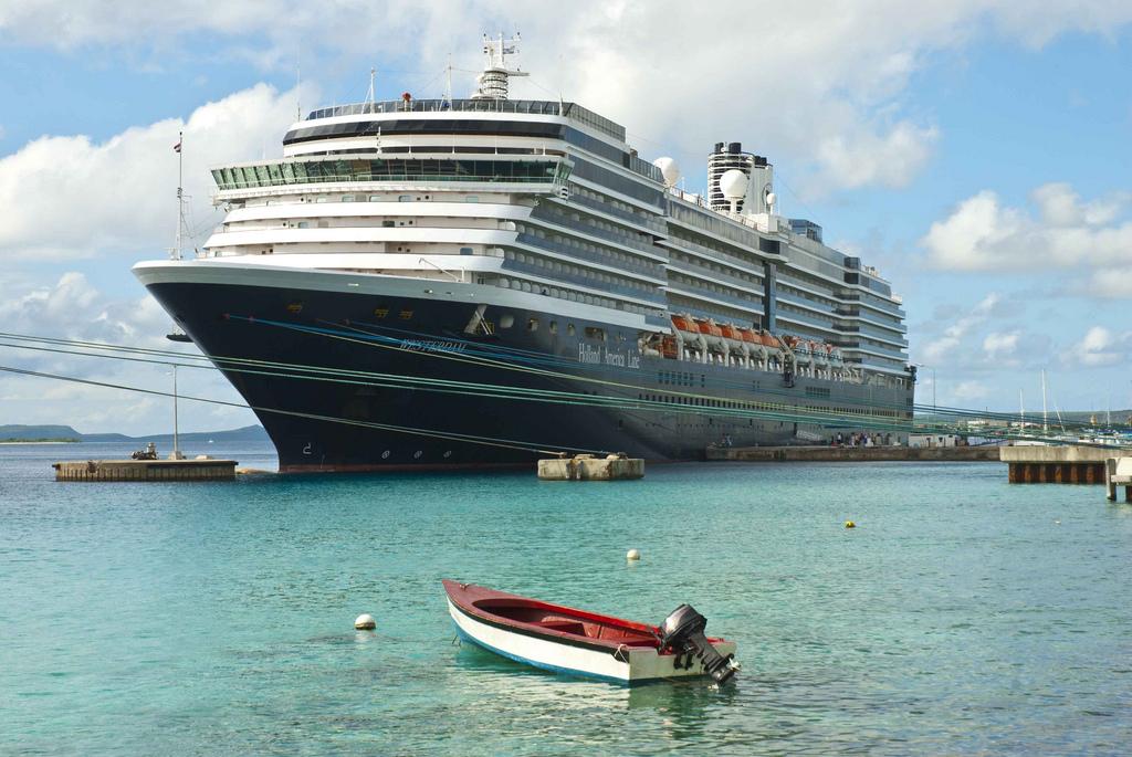 PJ4Y Kralendijk Harbour, Bonaire Island. DX News