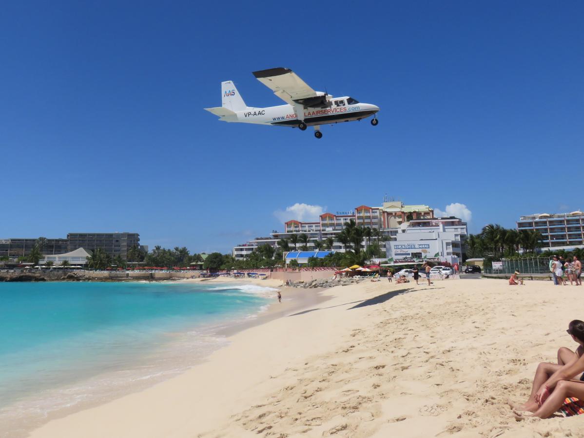 PJ8Z PJ8RV Anguilla Air Service, Maho Beach, Sint Maarten. DX News