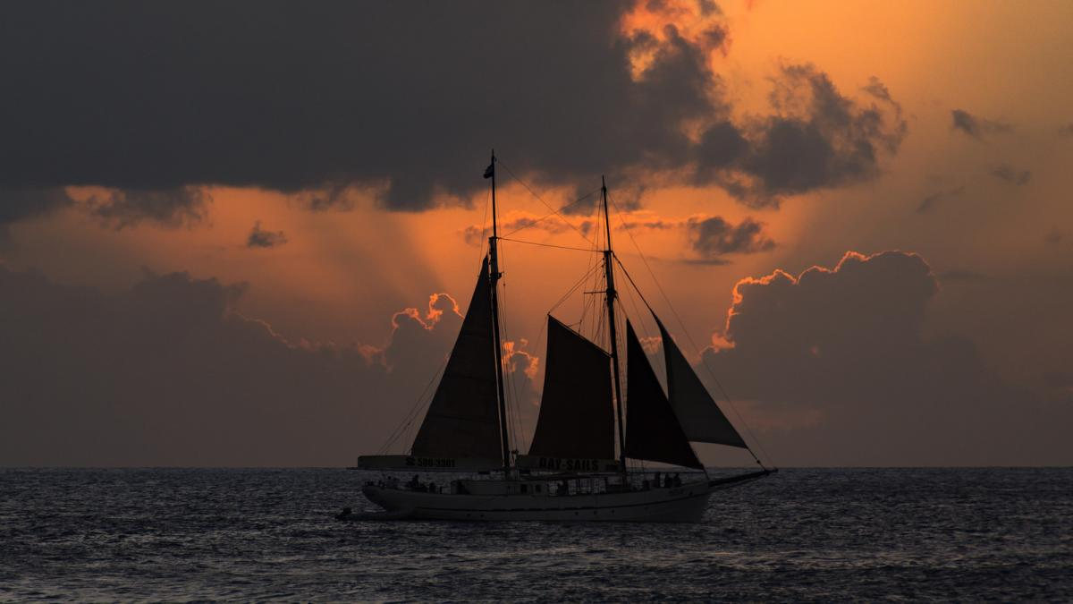 PJ8Z PJ8RV Sunset, Sailboat, Maho Beach, Sint Maarten.