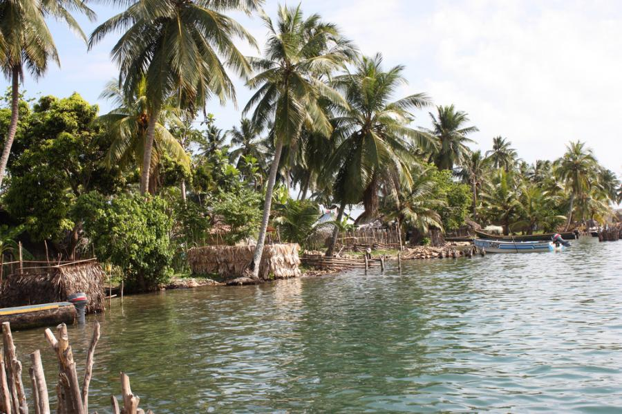 San Blas Archipelago HP2/IZ2ZTQ Tourist attractions spot Acuatupo Island.