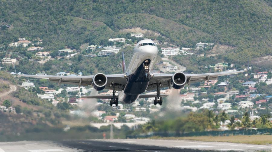 Синт Мартен PJ7/PH2M Самолет авиакомпании Delta Air Lines