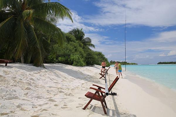 Sun Island Maldives 8Q7DV Antennas assembly CQ WW DX CW Contest 2016