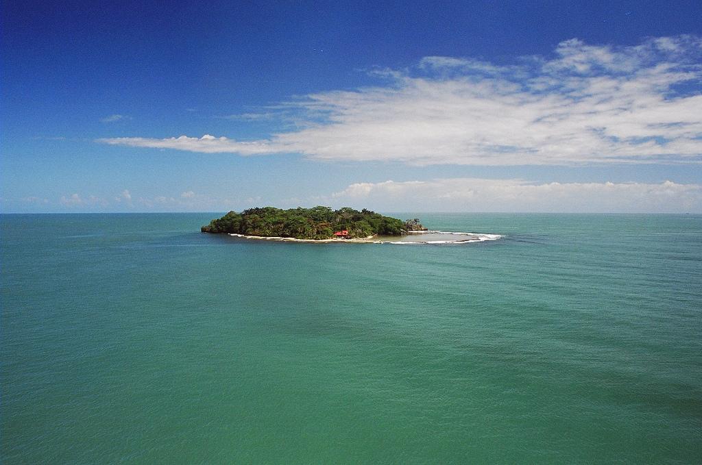 TE6DX Uvita Island, Costa Rica.
