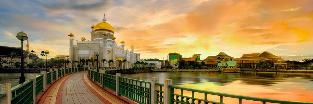 V85/KC0W Sunrise over Sultan Omar Ali Saifuddin mosque in Bandar Seri Begawan, Darussalam, Brunei. Tourist attractions spot