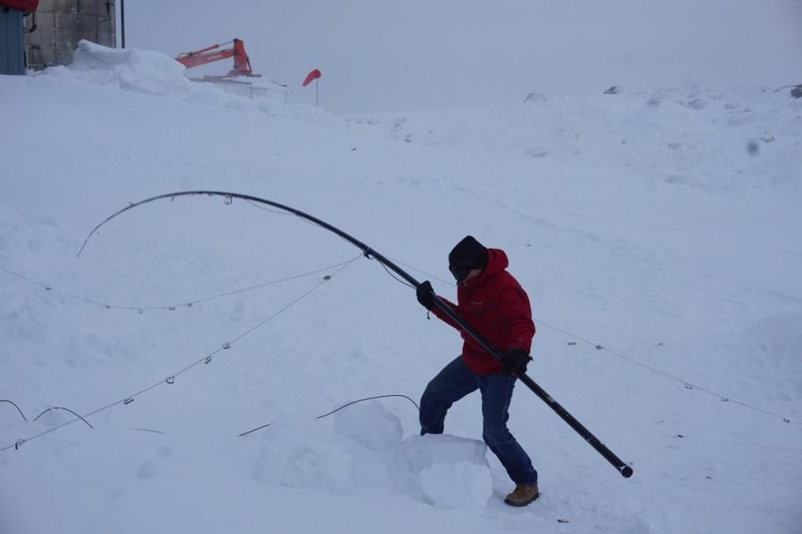 VE3LYC/KL7 Little Diomede Island, Alaska. Wind DX News Image 7