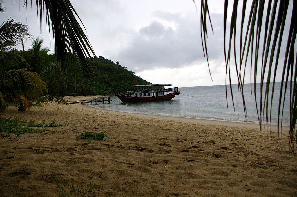 3W9CI Cham Islands Tourist attractions spot