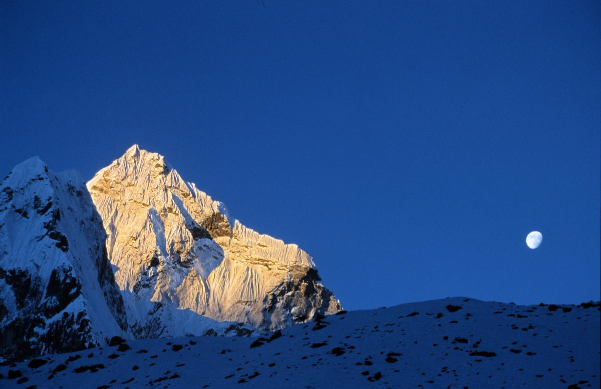 9N7BN Amadablam. Kumbu Valley, Nepal. DX News